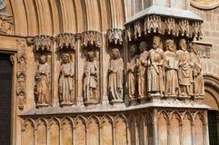 1 cathedral de facade玛丽亚・圣诞老人雕象 免版税库存照片
