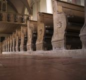 1 chiesa dei banchi di legno Fotografia Stock Libera da Diritti