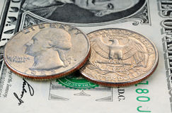 1 dollarbankbiljet en 25 centen Royalty-vrije Stock Afbeelding