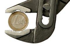 1 euro in regelbare moersleutel Royalty-vrije Stock Foto's