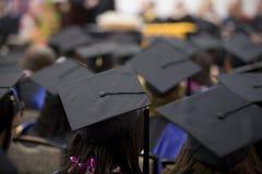 1 folkmassaavläggande av examen Fotografering för Bildbyråer