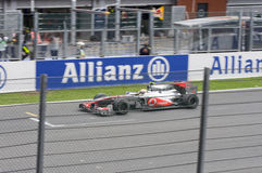(1) formuły Hamilton Lewis biegowy zwycięzca fotografia stock