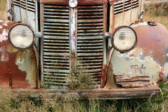 1 gammala lastbil för lantgård Royaltyfria Bilder