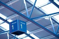 1 inre teckenterminal för flygplats Arkivbilder