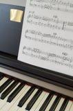 1 instrumentmusikalpiano Arkivfoto
