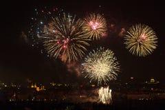 1. JANUAR: Das Feuerwerk 2013 neuen Jahres Prags am 1. Januar 2013, in Prag, Tschechische Republik. Lizenzfreie Stockbilder