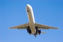 1 kommande jetflygplanlandning Royaltyfri Foto