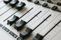 1 ljudsignal blandande panel Fotografering för Bildbyråer