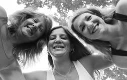 1 lyckliga systrar tre Arkivfoton