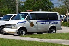 1 medicinska s skåpbil för granskare Arkivfoton