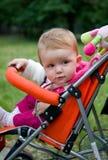 1 menina dos anos de idade no carro de bebê Imagens de Stock Royalty Free