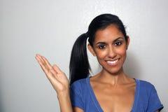 1 multiracial åt sidan för fördjupad handmodell Royaltyfria Bilder
