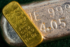 Free 1 Ounce Gold Bullion Bar (ingot) Silver Bar Below Royalty Free Stock Photos - 23371278