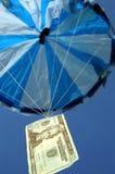 1 pengar hoppa fallskärm Arkivfoton