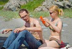 (1) plażowi mężczyzna kobiety potomstwa Zdjęcia Royalty Free