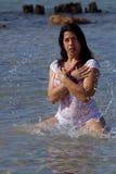 1 plaska kvinna för härligt hav Arkivbilder