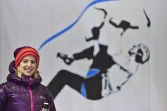 1. Platz Angelika Rainers an competitionat die Führung der Frauen an Eis-kletternder Weltmeisterschaft Saas-Gebühr 2015 Stockbild
