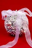 1 prydde med pärlor boll Arkivbilder