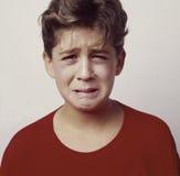 1 sjuka rubbning för pojke Royaltyfri Foto