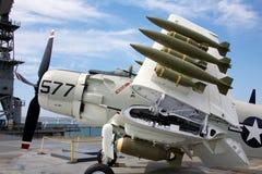A-1 Skyraider a bordo del USS situado a mitad del camino Imagen de archivo