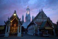 1 thai skymningtempel Royaltyfria Foton