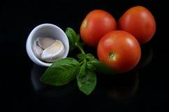 1 tomate d'ail de basilic Images libres de droits