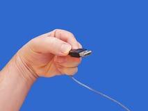 1 usb удерживания руки кабеля предпосылки голубой Стоковые Изображения