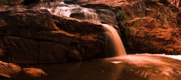 1 vattenfall för panoramaflodserie Arkivfoton