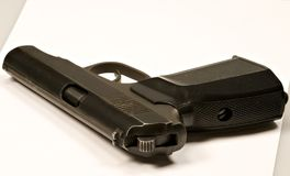 1 white för pistol för 9mm bakgrundsmakarov Fotografering för Bildbyråer
