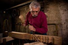 (1) woodcarver pracy warsztat Fotografia Stock