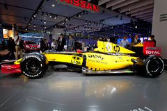 1 yellow för bilfomularenault sport Arkivfoton