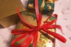 1 zapakować prezent Obrazy Stock