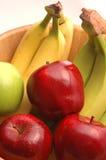 1 zielonych bananów czerwone jabłko Zdjęcie Royalty Free