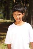 10个男孩明亮的森林纵向阳光 库存照片