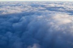 10朵云彩飞行视图 免版税库存照片
