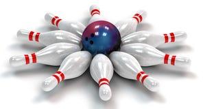10 боулингов прикалывает вниз вокруг шарика боулинга Стоковая Фотография