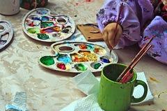 10 детей крася гончарню Стоковое Изображение RF