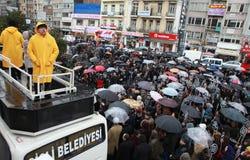 10.000 PERSONER SOM PROTESTERAR SOM GÅS UNDER RAÄ°N FÖR HRANT DINK. Royaltyfria Foton