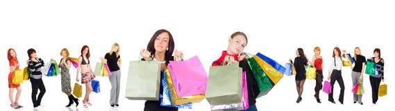 10 annat kvinnor för shopping två Fotografering för Bildbyråer