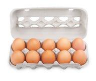 10 braune Eier im Kartonpaket Stockfotos