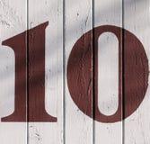 10 en una pared agrietada Fotos de archivo libres de regalías