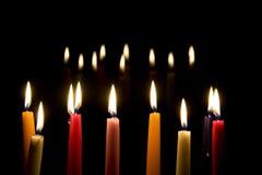 10 Kerzen für Weihnachtshintergrund Stockfotografie