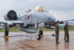 A-10 Warthog con los aviadores del U.S.A.F. Imágenes de archivo libres de regalías