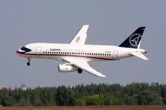 100个航空器乘客sukhoi superjet 免版税库存照片