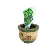 100钞票欧元罐 库存照片