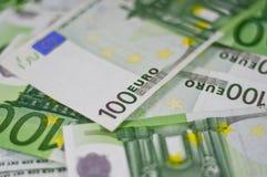 100 ευρο- σημειώσεις τραπ&epsilon Στοκ Φωτογραφίες