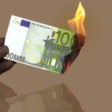 100 καίγοντας ευρώ Στοκ φωτογραφία με δικαίωμα ελεύθερης χρήσης