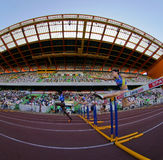 100 женщин метров барьеров чемпионата атлетики Стоковые Фотографии RF