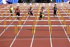 100 женщин метров s барьеров Стоковая Фотография