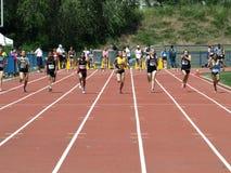 100 метров девушок черточки Стоковые Фото